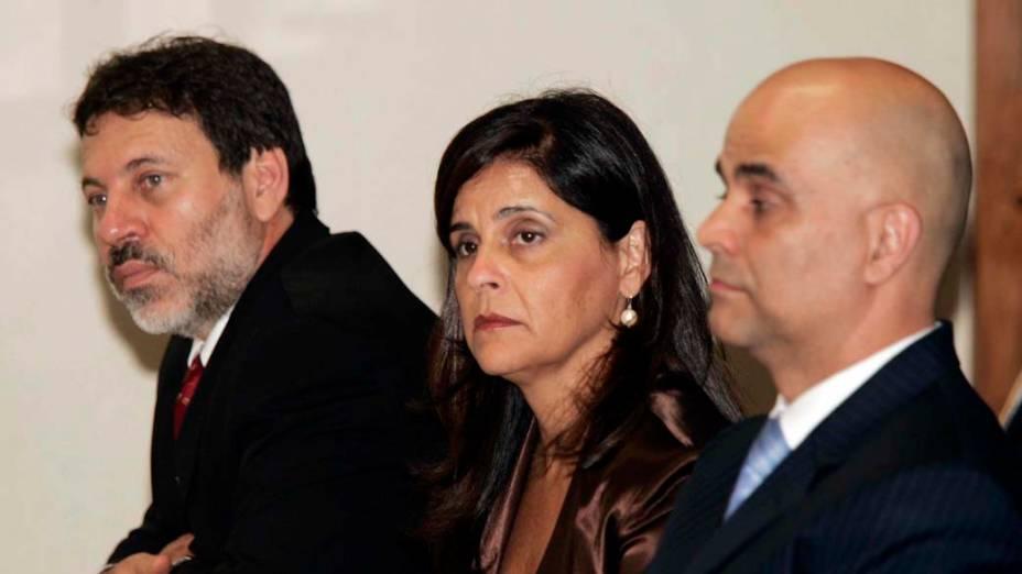 Simone Vasconcelos, diretora financeira da agência SMPB Comunicação, de propriedade do empresário Marcos Valério Fernandes de Souza, depondo na CPMI dos Correios, no Senado Federal