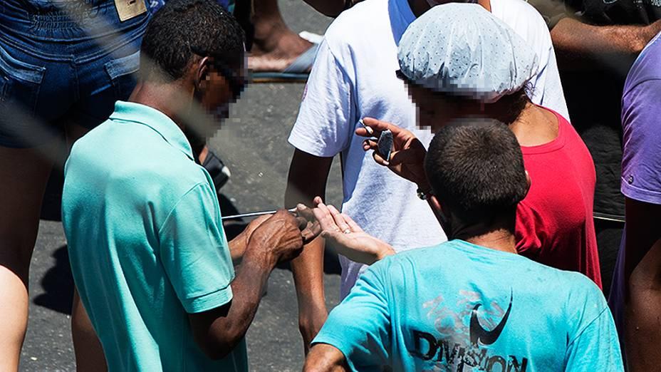 Tráfico age na cracolândia da Luz, região central de São Paulo