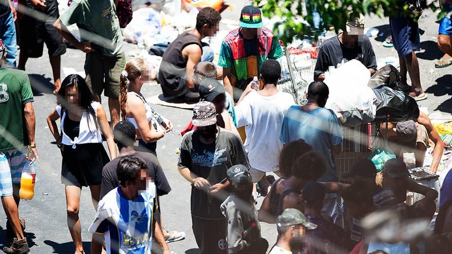 Fluxo de dependentes químicos na cracolândia da região da Luz, centro de São Paulo