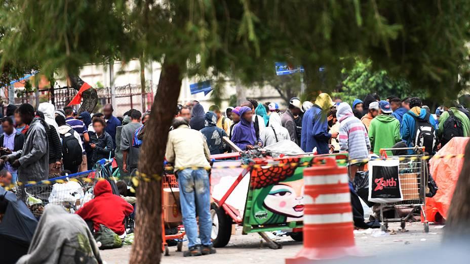 Fluxo de usuários de crack: tráfico, crianças e venda de produtos roubados no centro de São Paulo