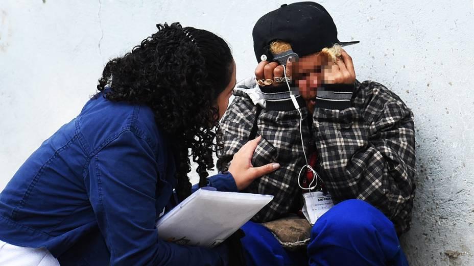 Integrante do programa De Braços Abertos tem crise na tenda da prefeitura na cracolândia da Luz