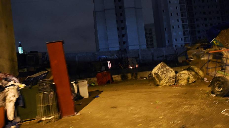 Favelinha vizinha à Rua Guaiaúna, na Penha, concentra usuários de crack em São Paulo