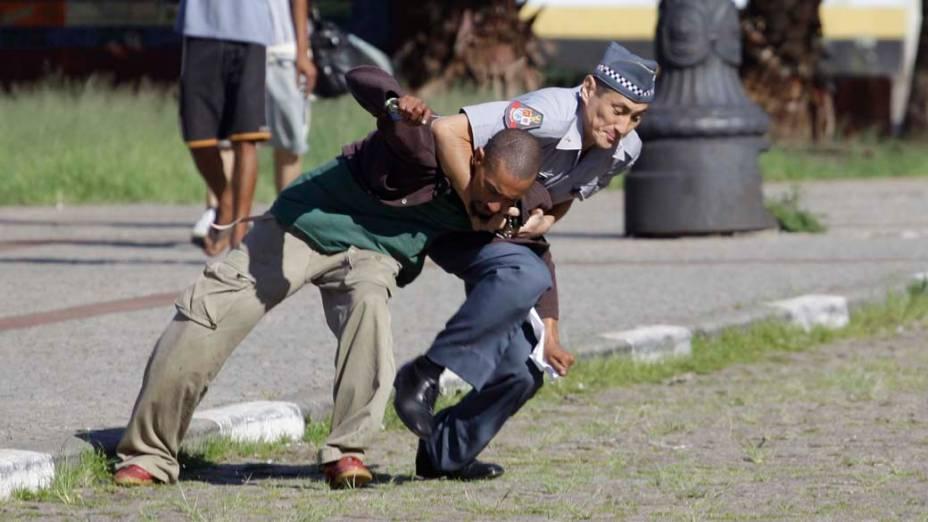 Policiais Militares prendem suposto traficante de drogas na praça Julio Prestes região conhecida como Cracolândia, São Paulo