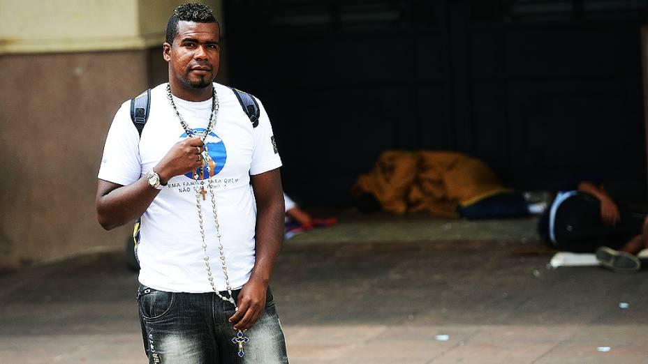 André Luis, 30 anos, agente da missão Belém durante ação junto aos usuários de drogas na cracolândia
