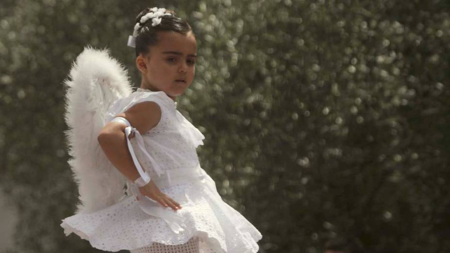Menina durante festejos na zona rural de Redondela, na Espanha