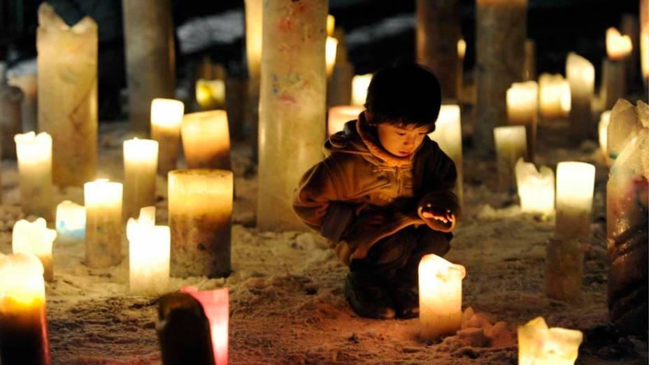 Criança em evento pela reconstrução das áreas devastadas pelos terremotos e tsunami ocorridos no Japão em 2011