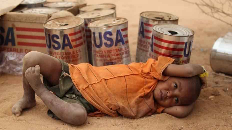 Criança no acampamento Dagahaley, no campo de refugiados de Dadaab, Quênia