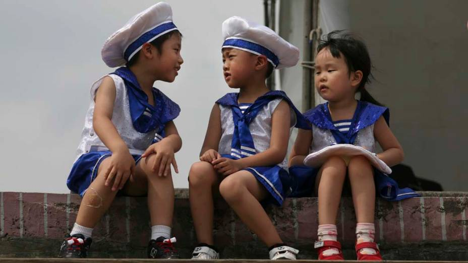 Crianças durante comemoração do Dia Mundial dos Oceanos, em Taipei, Taiwan