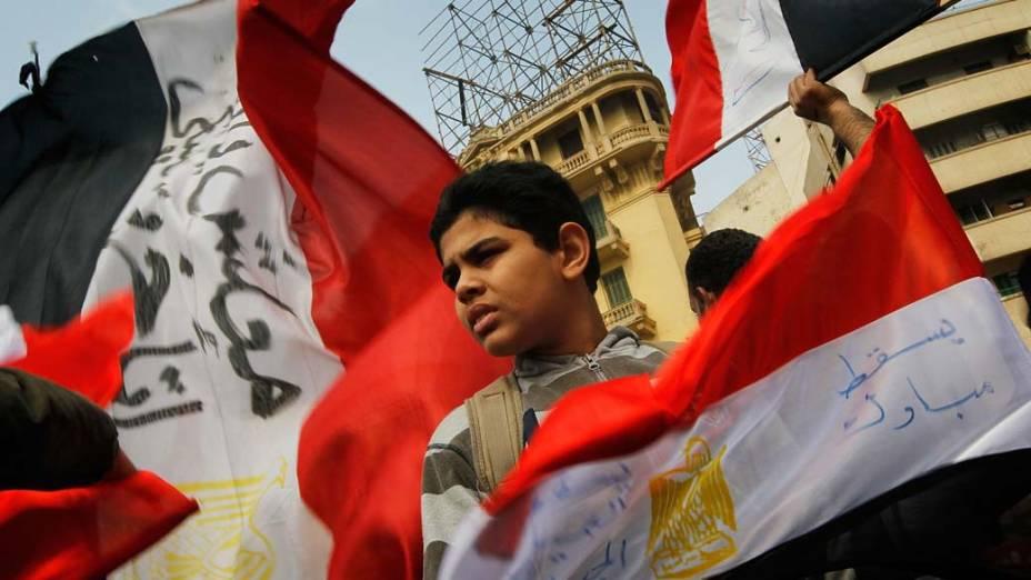 Crianças durante protestos na praça Tahir, no Cairo, Egito