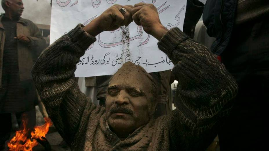 Em Lahore, cristão participa de protesto contra o assassinato do Ministro das Minorias do Paquistão, Shahbaz Bhatti