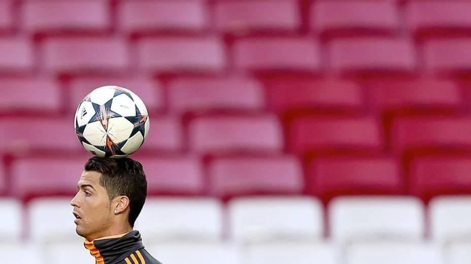 Cristiano Ronaldo treina no Estádio da Luz, em Lisboa, na véspera da final da Liga dos Campeões