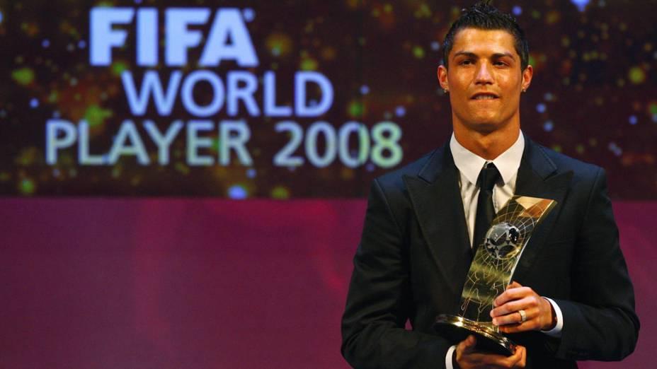 Cristiano Ronaldo recebe prêmio da FIFA como melhor jogador do mundo em 2008