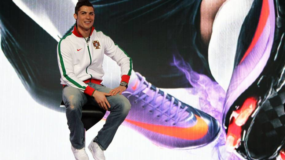Cristiano Ronaldo apresenta nova chuteira da Nike para temporada de 2010