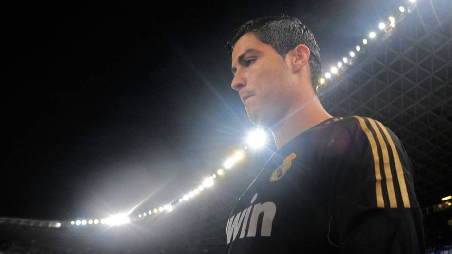 O atacante entrando em campo para partida entre Real Madrid e Real Sociedad pelo campeonato espanhol em 2011