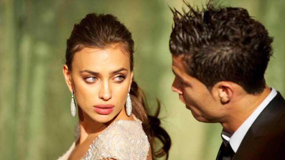 A modelo Irina Shayk e o jogador do Real Madrid Cristiano Ronaldo durante o prêmio Marie Claire Prix de la Moda na Embaixada da França em Madrid, novembro de 2011