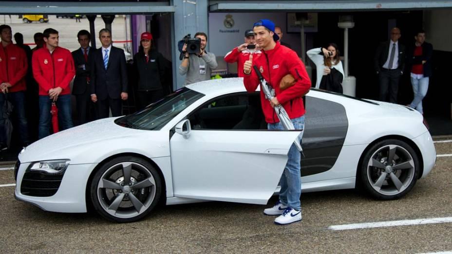 Cristiano Ronaldo recebeu seu novo Audi, em Madrid