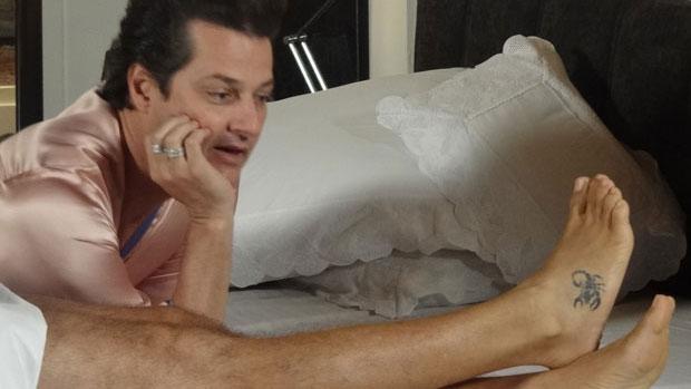Crô (Marcelo Serrado) não revelou a identidade de seu amante secreto em Fina Estampa