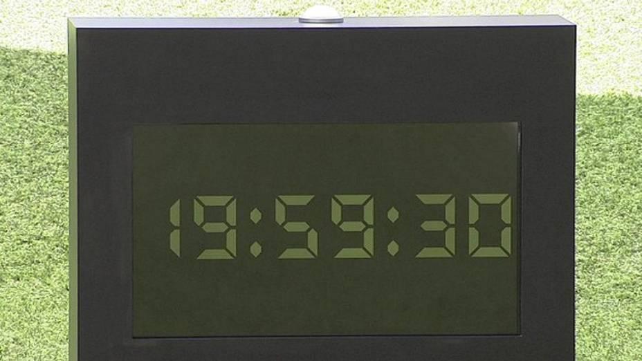 Cronômetro instalado no jardim da casa do BBB 13