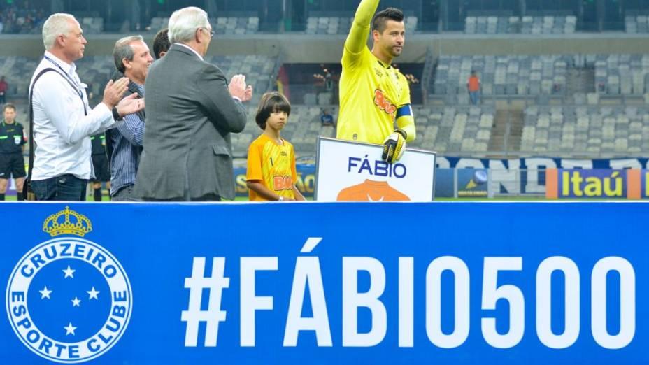 Cruzeiro homenageia o goleiro Fábio pelos 500 jogos disputados com a camisa da equipe