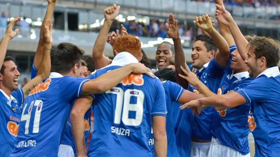 A festa dos jogadores do Cruzeiro no clássico com o Atlético no Mineirão