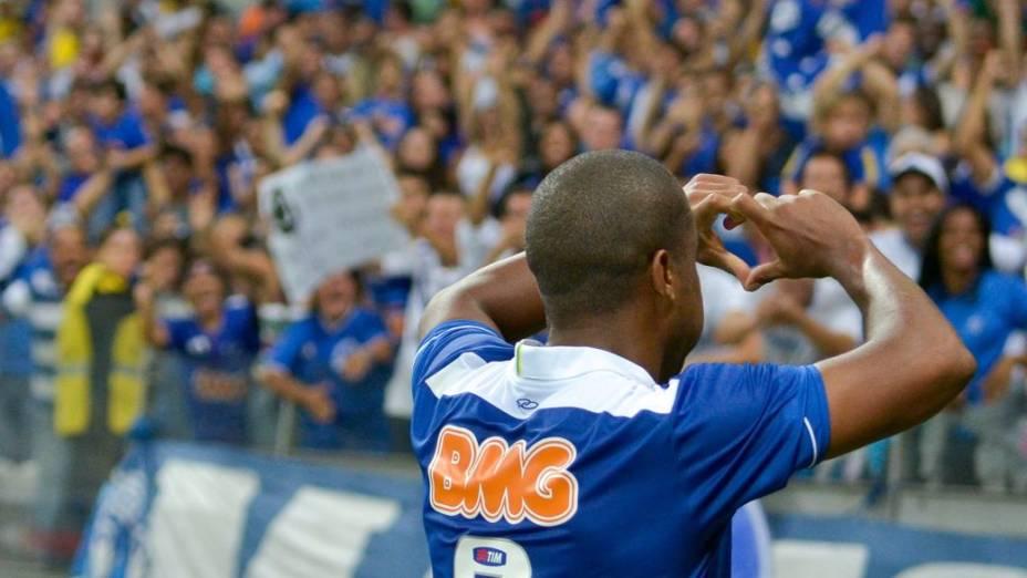 Borges comemora gol com a torcida do Cruzeiro