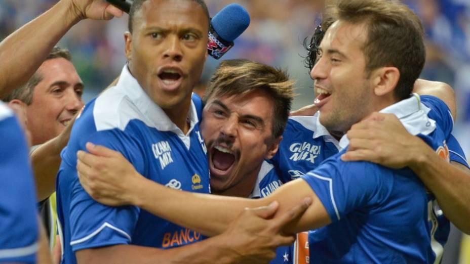Festa pelo gol de Willian, do Cruzeiro, contra o Vasco, no Mineirão