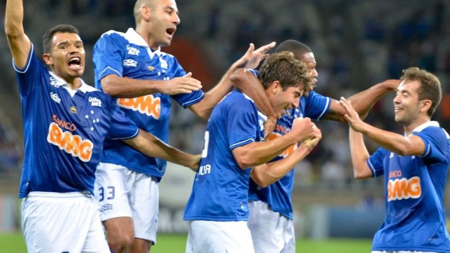 Festa pelo gol de Lucas Silva, do Cruzeiro, contra o Vasco, no Mineirão