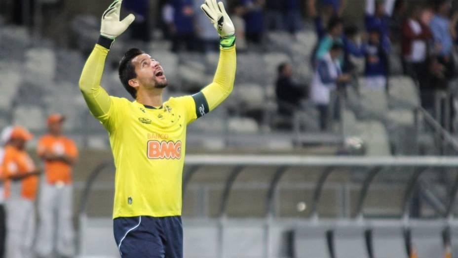 O goleiro Fábio, do Cruzeiro, no jogo contra a Portuguesa, no Mineirão