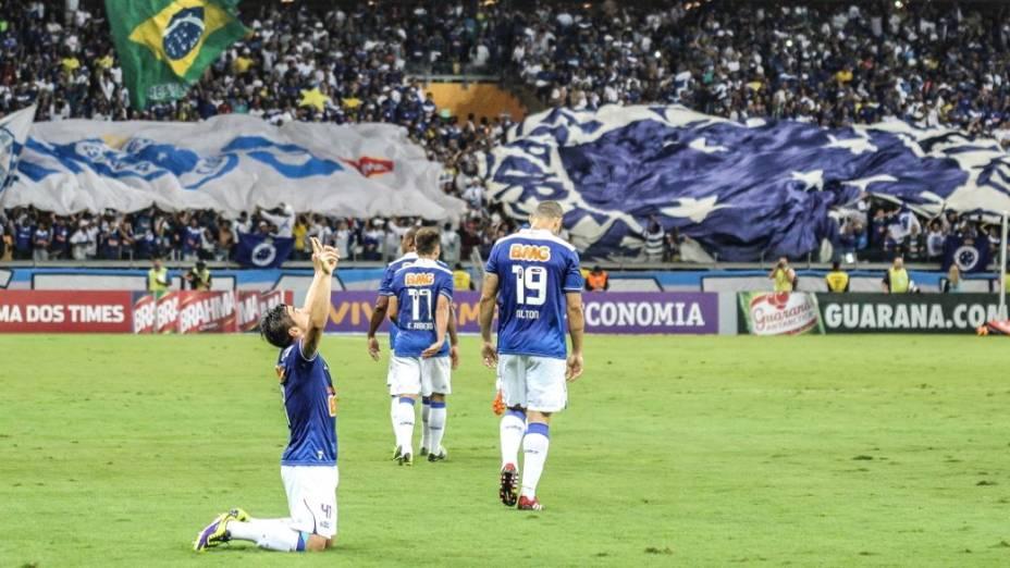 O atacante Willian, do Cruzeiro, na partida contra a Portuguesa, no Mineirão