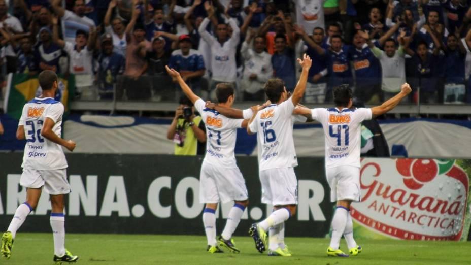 A comemoração na partida entre Cruzeiro e Fluminense, no Mineirão