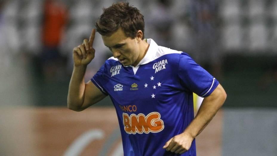 O atacante Dagoberto no jogo entre Cruzeiro e Santos