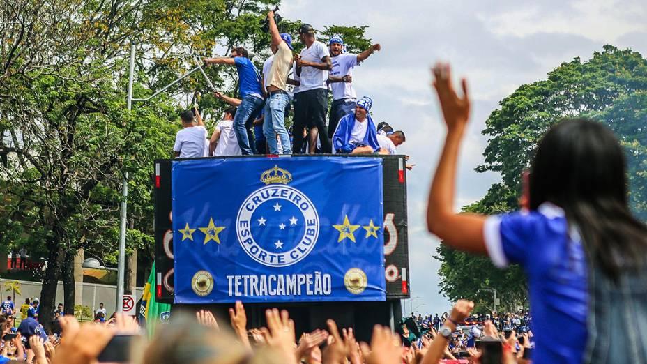 Jogadores e torcida do Cruzeiro antes da partida entre Cruzeiro MG e Fluminense RJ válida pela Série A do Campeonato Brasileiro 2014 no Estádio Mineirão em Belo Horizonte (MG), neste domingo (07)