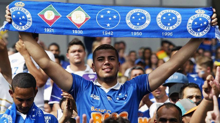 Torcedores do Cruzeiro fazem a festa no Mineirão para comemorar o tetracampeonato brasileiro