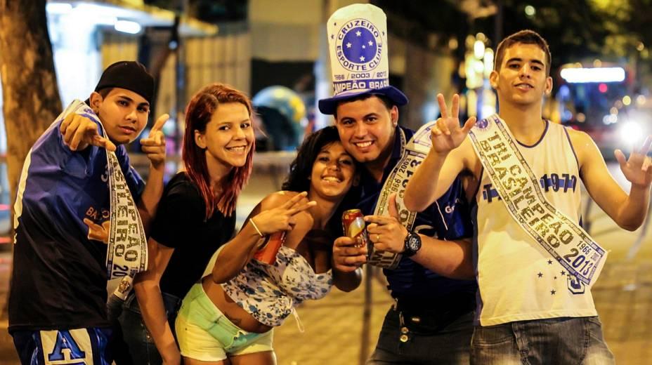 Torcedores do Cruzeiro comemoram a conquista do Campeonato Brasileiro 2013 no centro Belo Horizonte