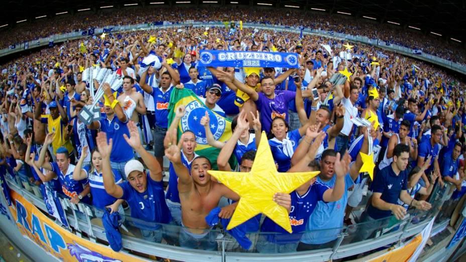 A festa do Cruzeiro no jogo contra o Grêmio, no Mineirão, que praticamente selou a conquista do Brasileirão