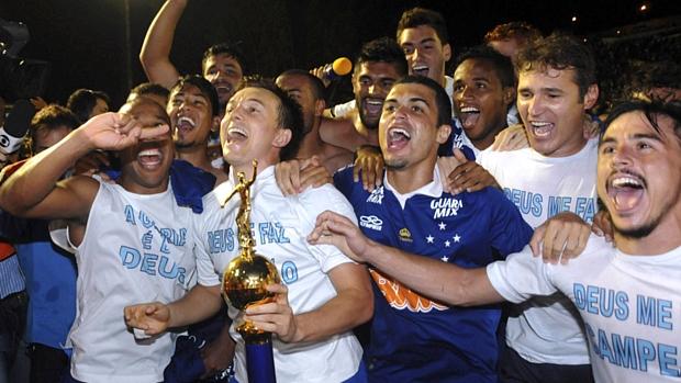 Jogadores do Cruzeiro comemoram a conquista do Brasileiro no Barradão
