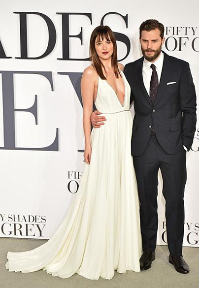 Dakota Johnson e Jamie Dornan na première de Cinquenta Tons de Cinza