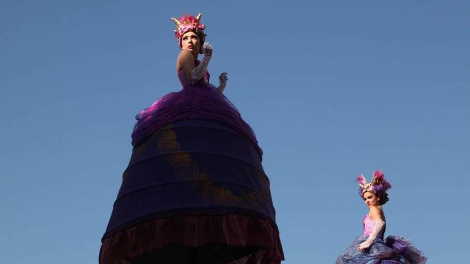 Em Jerusalém, dançarinas da companhia australiana Strange Fruit se apresentam no 50º Festival de Israel, que recebe artistas de todo o mundo em performances de dança, música e teatro