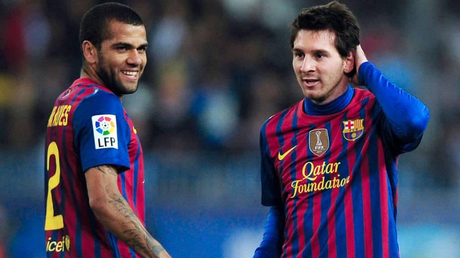 Daniel Alves e Lionel Messi em partida válida pelo campeonato espanhol