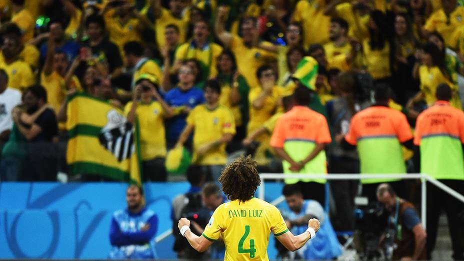 David Luiz comemora a vitória do Brasil sobre a Croácia no Itaquerão, em São Paulo