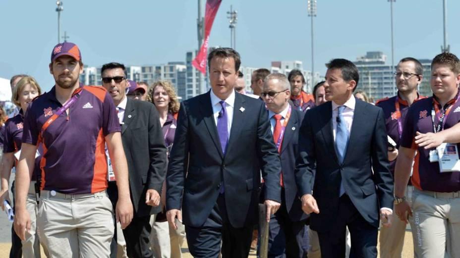O primeiro-ministro britânico David Cameron em visita ao Parque Olímpico de Londres na véspera da abertura dos Jogos