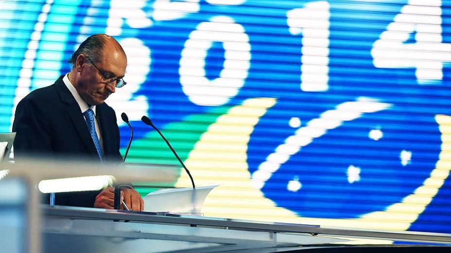 O candidato ao governo de São Paulo Geraldo Alckmin, durante o debate da Rede Record realizado nesta sexta-feira (26)