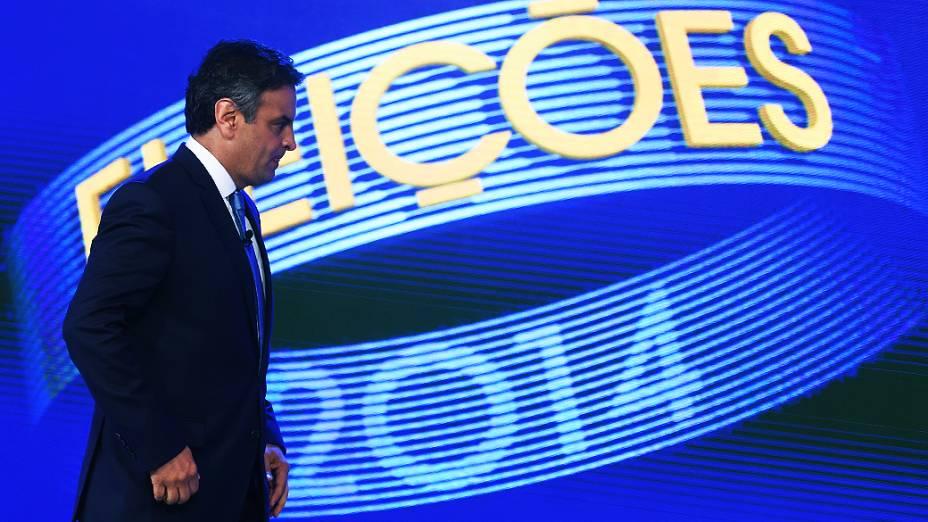 O candidato à Presidência da República, Aécio Neves (PSDB), chega para o debate promovido pela Globo, no Rio