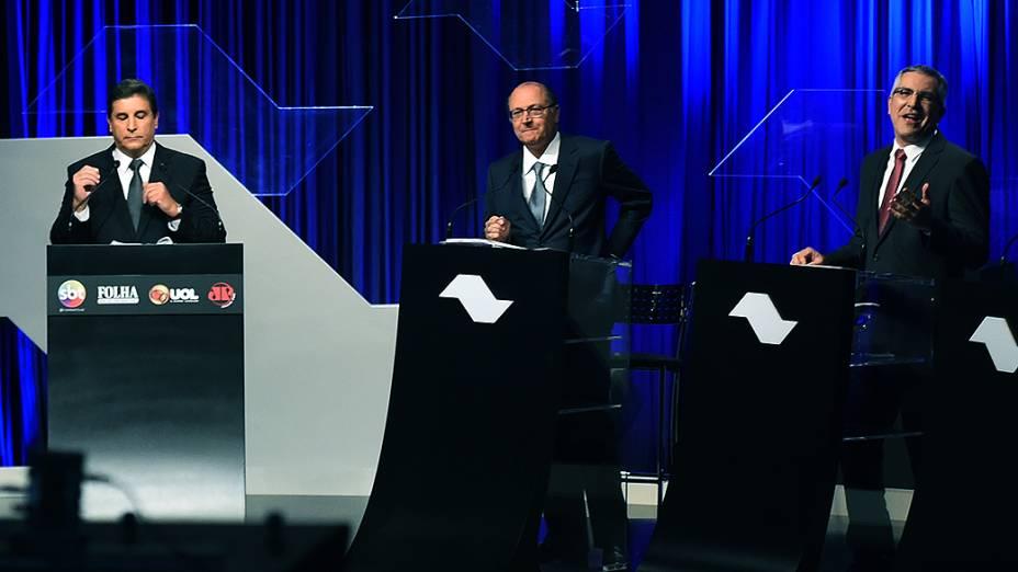 O apresentador Carlos Nascimento, o candidato tucano Geraldo Alckmin e o petista Alexandre Padilha