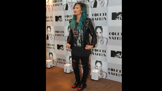 Cantora e atriz Demi Lovato posa para fotos antes da coletiva no Hotel Tivoli, em São Paulo
