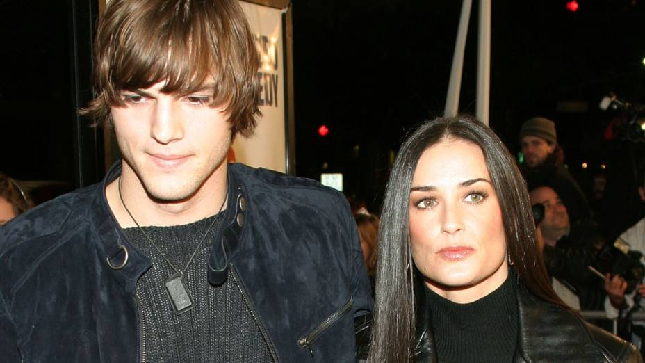 Ashton Kutcher e Demi Moore, durante evento em Hollywood - 14/12/2003