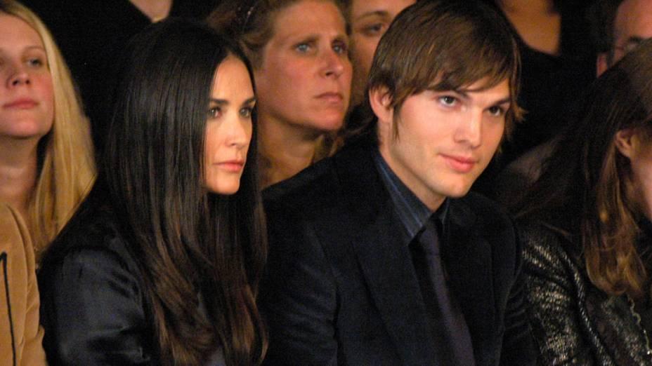 Demi Moore e Ashton Kutcher durante desfile em Nova York - 12/09/2006
