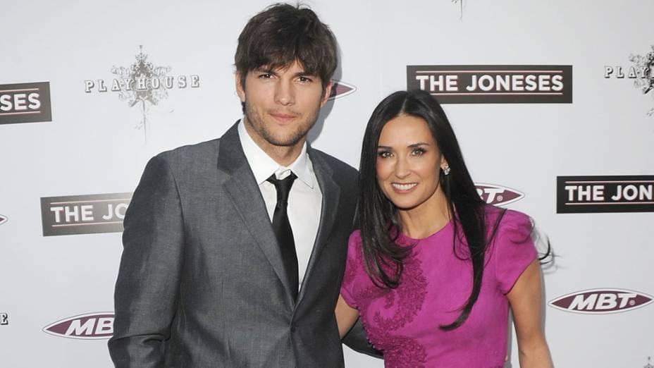 Ashton Kutcher e Demi Moore posam para fotógrafos, durante evento em Los Angeles - 08/04/2010