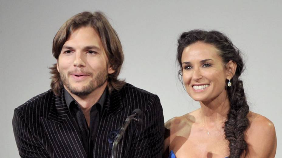 Ashton Kutcher e Demi Moore apresentam prêmio na Califórnia - 22/02/2011