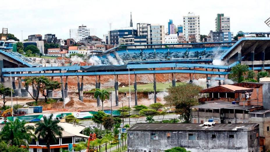 A implosão da antiga Fonte Nova, em Salvador, em agosto de 2010